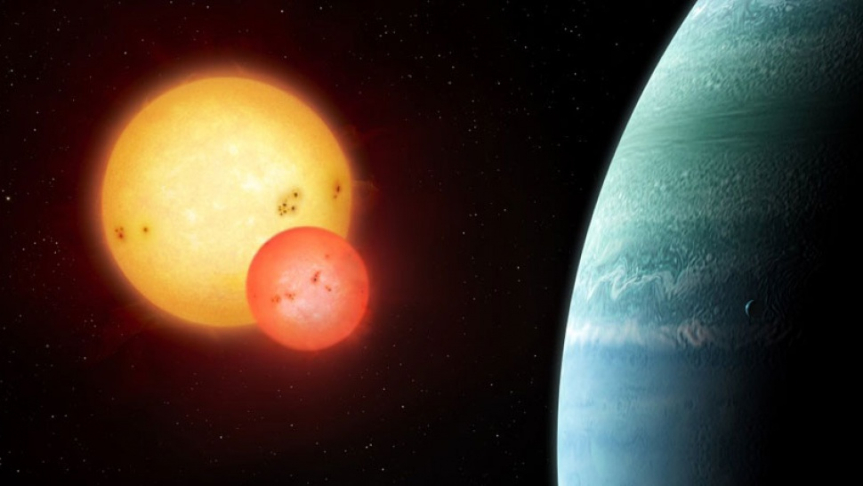 Teen astronomer finds a planet with two suns